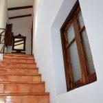 Escalera hall acceso habitaciones