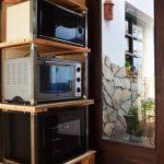 Vinoteca, horno y microondas